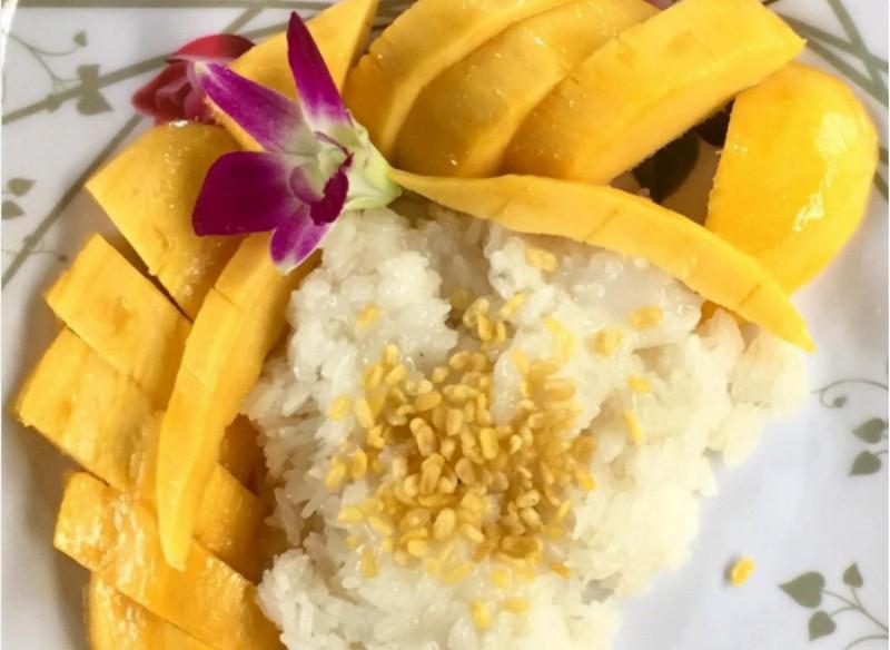 Khao Neeo Mamuang (Mango Sticky Rice)