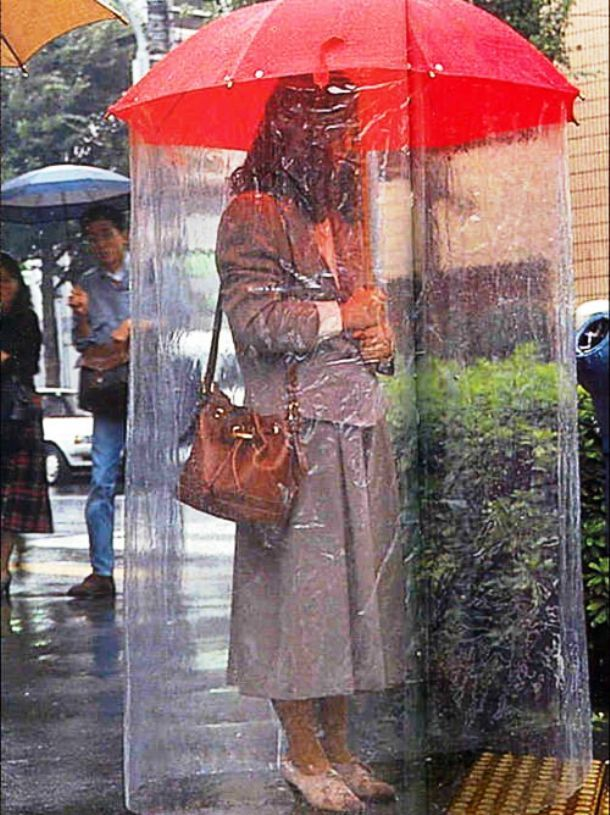 Hasta los cojones de lluvia - Página 5 Superumbrella-japan-weird-things
