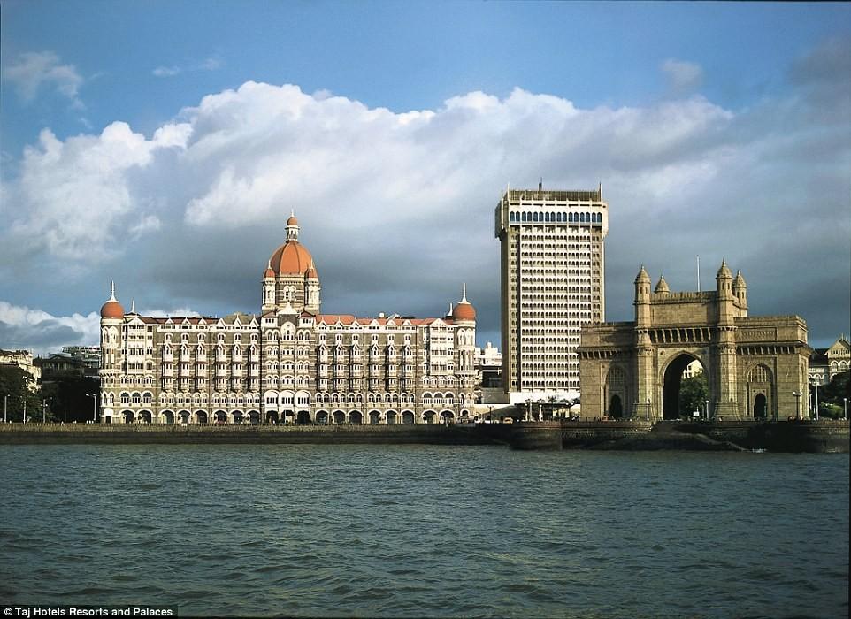 taj mahak palace by the sea arabian india