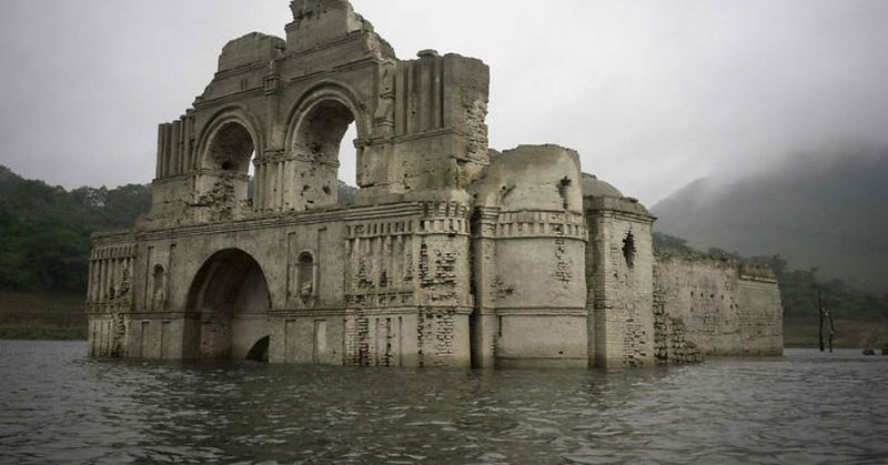 the colonial-church-emerges-water-resevoir-temple-santiago-quechula-in-mexico 7