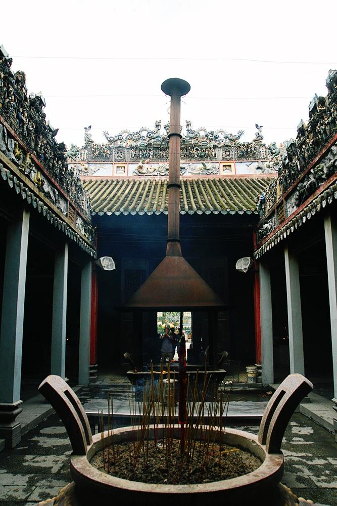 thien hau pagoda ho chi minh city vietnam
