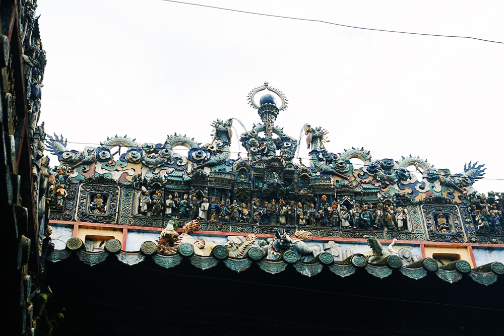 Ceramic decorations on the roof - thien hau pagoda ho chi minh city vietnam