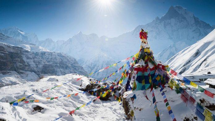 Nepal-Himalaya-Mountains-Annapurna-Pokhara-Prayer-Flags-IS