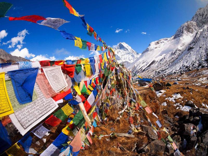 nepal-himalayas-prayer-flags-at-annapurna-base-camp_3