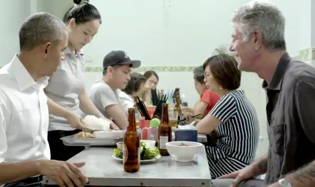 Obama anthony bourdain dines bun cha noodles at huong lien in hanoi vietnam (3)