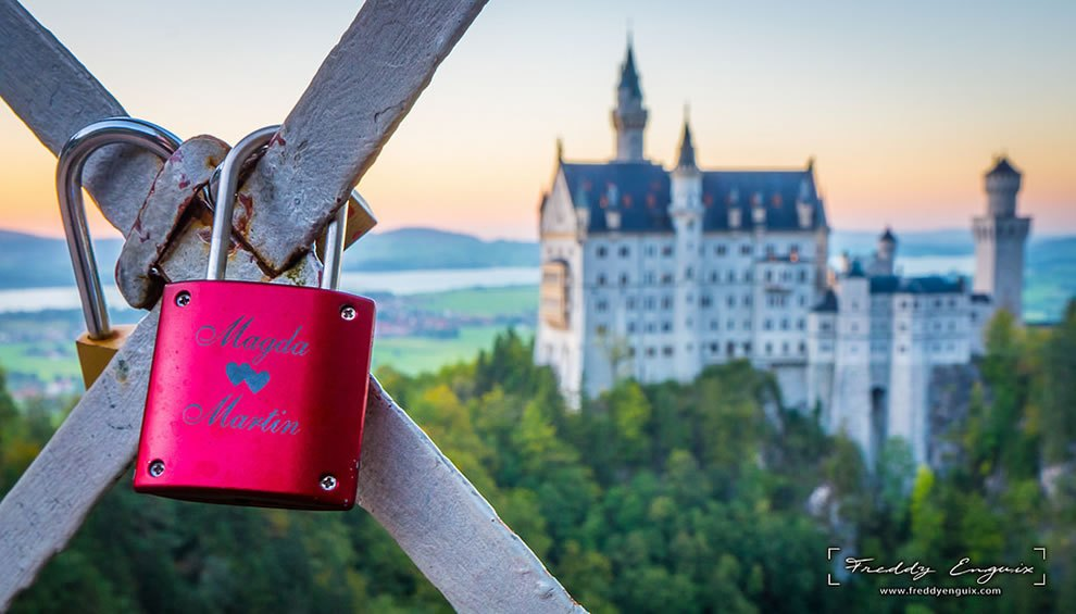 Castle-of-love-love-padlocks-in-front-of-Neuschwanstein-castle Love locks around the world