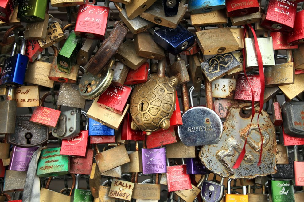 Hohenzollernbrucke-in-Cologne Love locks around the world