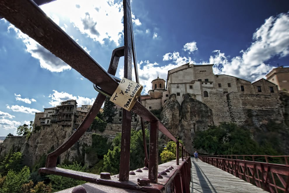 Locked-love-Padlock-on-bridge-in-Cuenca-Spain Love locks around the world