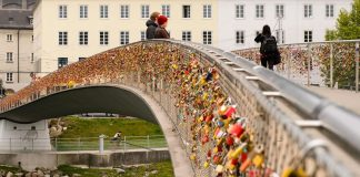 Love-locks-on-Salzburg-bridge-in-Austria Love locks around the world