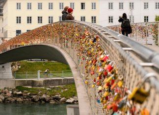 Love-locks-on-Salzburg-bridge-in-Austria Love locks around the world
