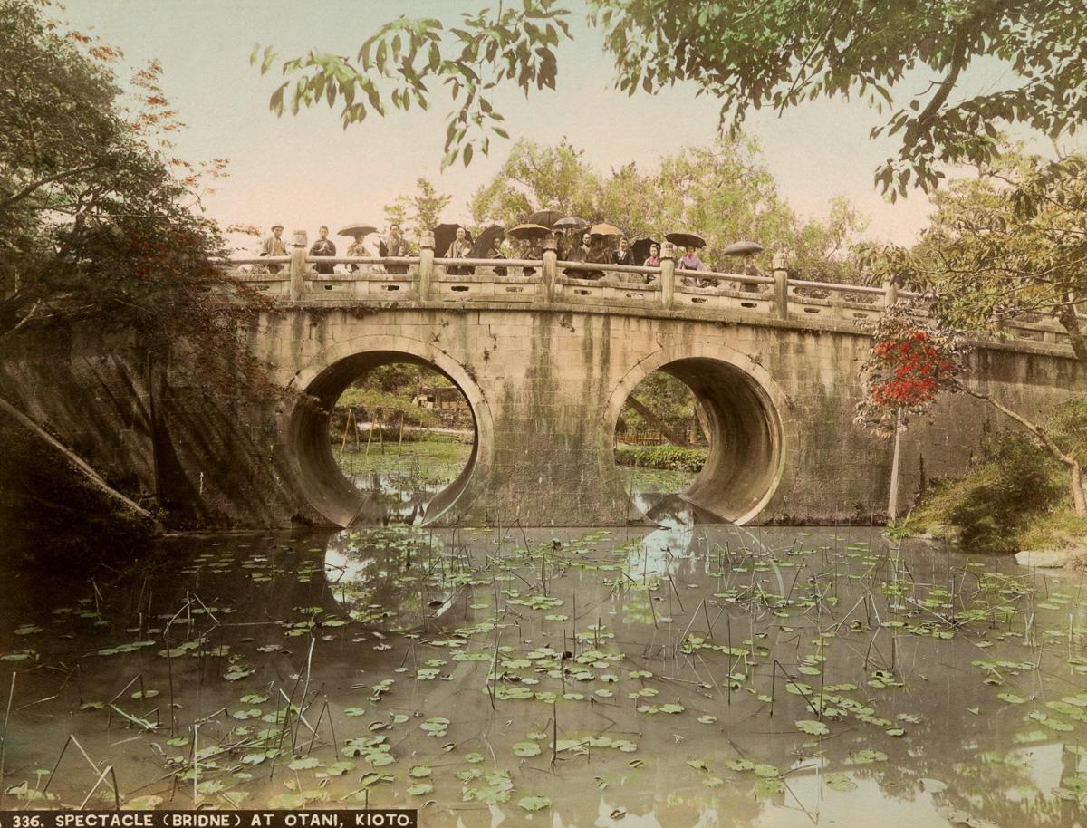Spectacle (bridge) at Otani, Kioto - Image by New York Public Library