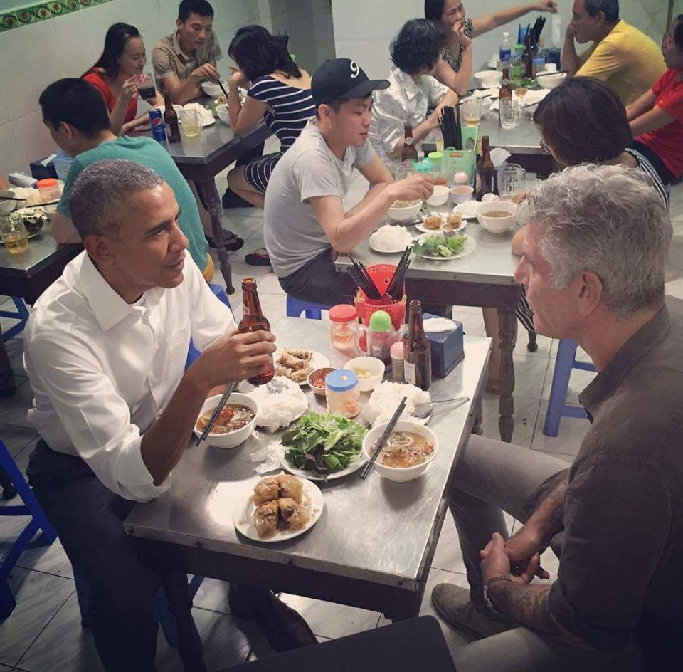 anthony bourdain and president obama eat un cha hanoi
