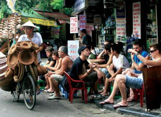 street vendor hanoi old quarter 2 hanoi travel guide autumn