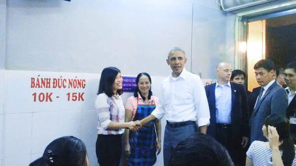 president obama in huong lien eatery hanoi vietnam