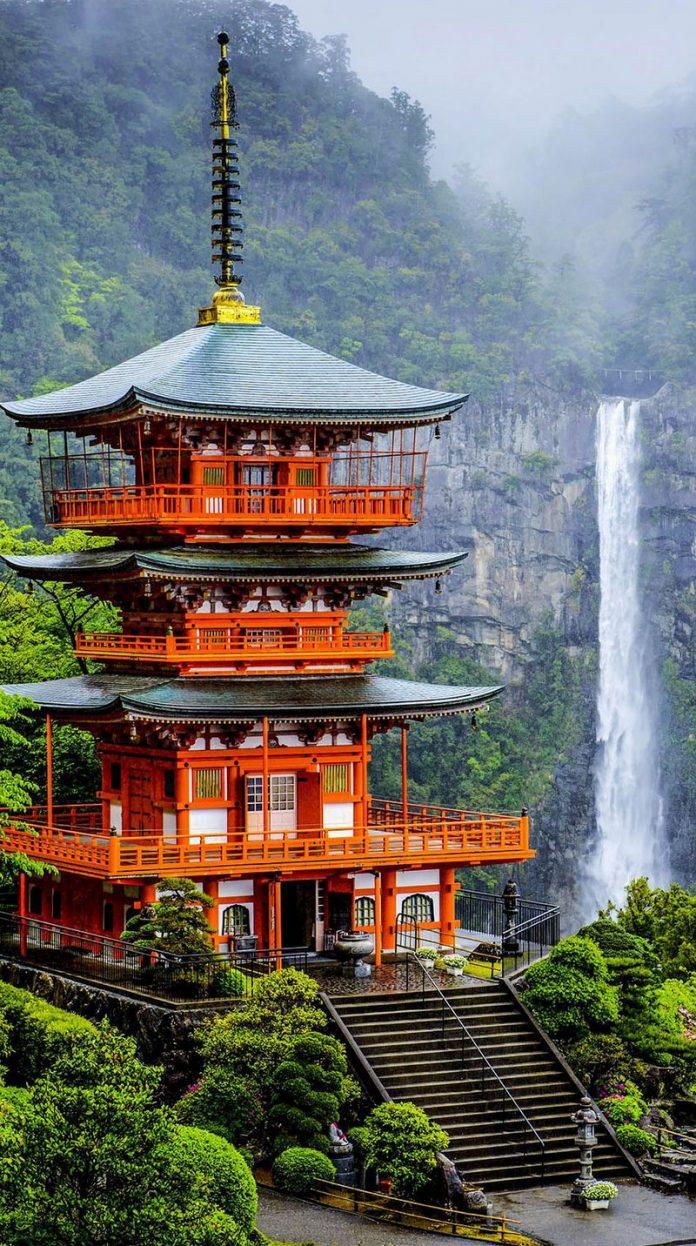 The Pagoda Of Seigantoji And Nachi No Taki Waterfall amazing-places-japan