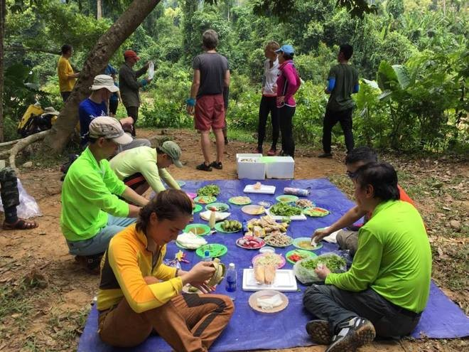 meals in the forest trekking hang en cave