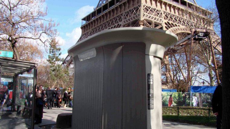 public restrooms eiffel tower paris