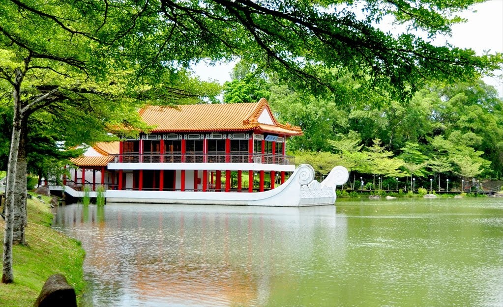 singapore's chinese garden travel destinations 12