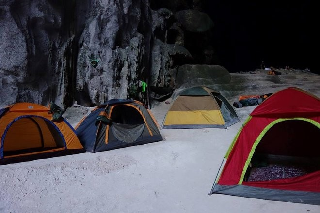 tents in son doong cave 1