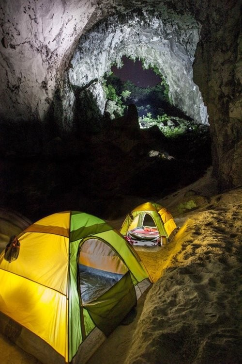 tents in son doong cave