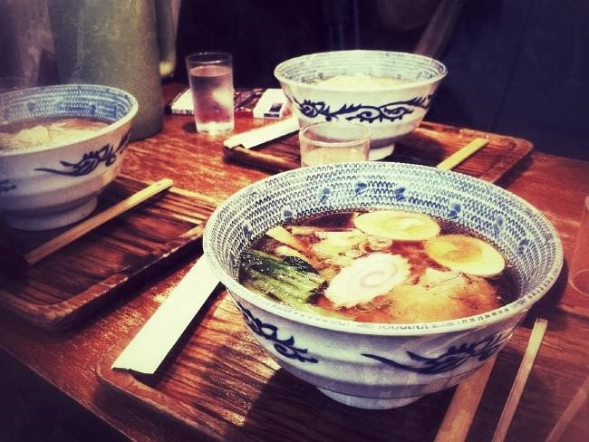 top 12 things you should keep in mind when traveling to Japan eat ramen noddles
