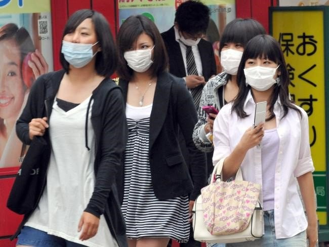 top 12 things you should keep in mind when traveling to Japan wear masks