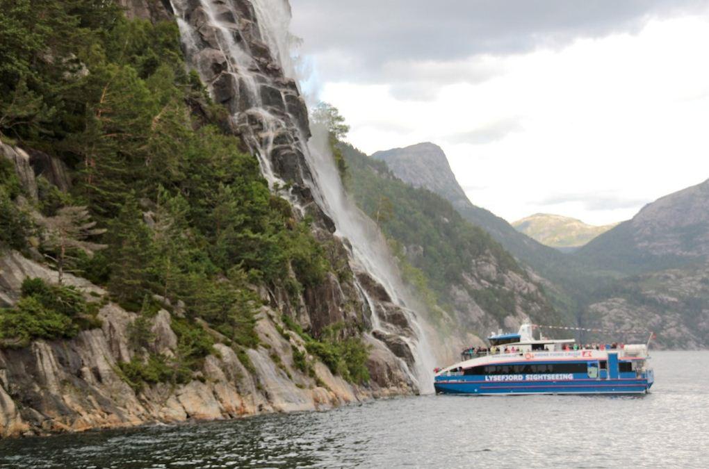 Hengjanefossen Waterfall cruise
