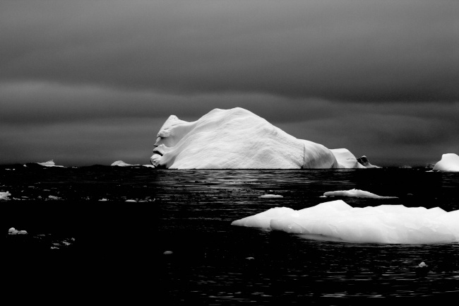 «The face of an iceberg.» The photo was taken by the user 'strummingmusic' during an expedition in Antarctica