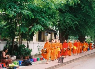 Alms Giving Ceremony, things to to, Luang Prabang, Lao