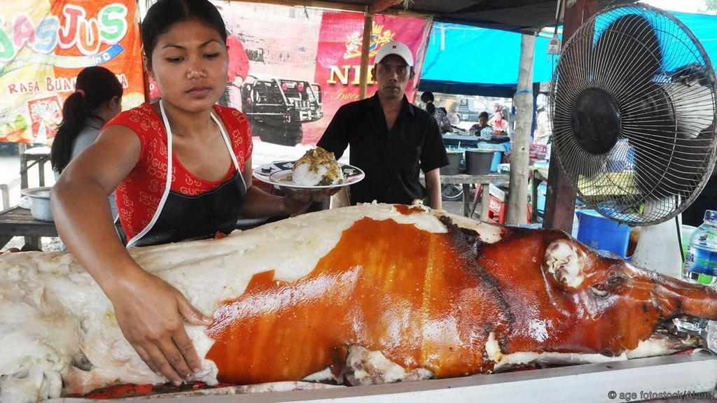 Babi guling, roasted suckling pig, Bali, Indonesia