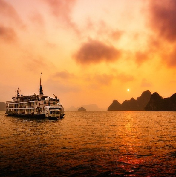 Emeraude Classic cruise, luxury cruises, halong bay, vietnam
