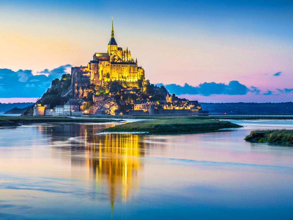 GettyImages-490642468-top-10-castles-mont-saint-michel.jpg.rend.tccom.1280.960