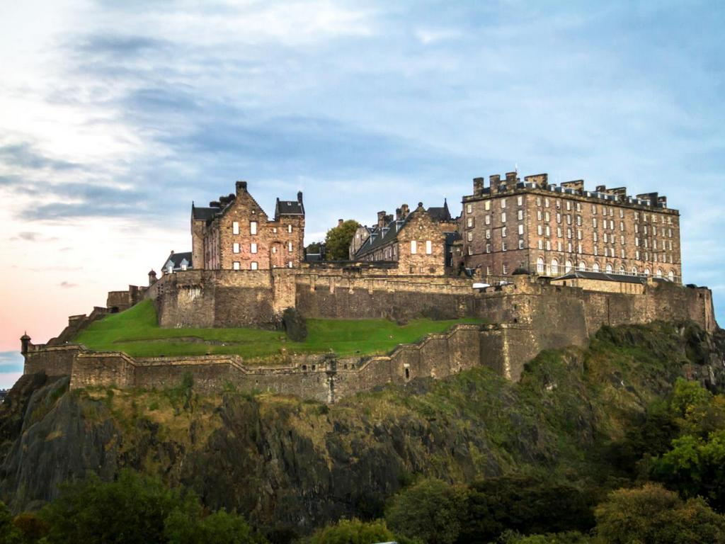 GettyImages-552465445-top-10-castles-edinburgh.jpg.rend.tccom.1280.960
