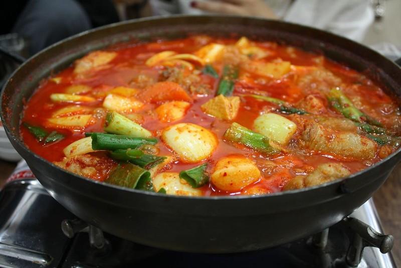 Kimchi jiggae, street food, seoul, korea