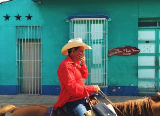 Street photography in Cuba through an iPhone lens (1)