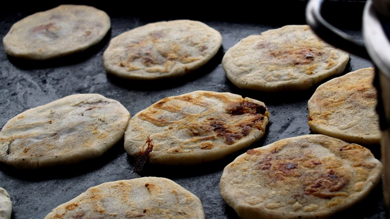 el-salvador-Rene-Mayorga The cheesy goodness of Pupusa