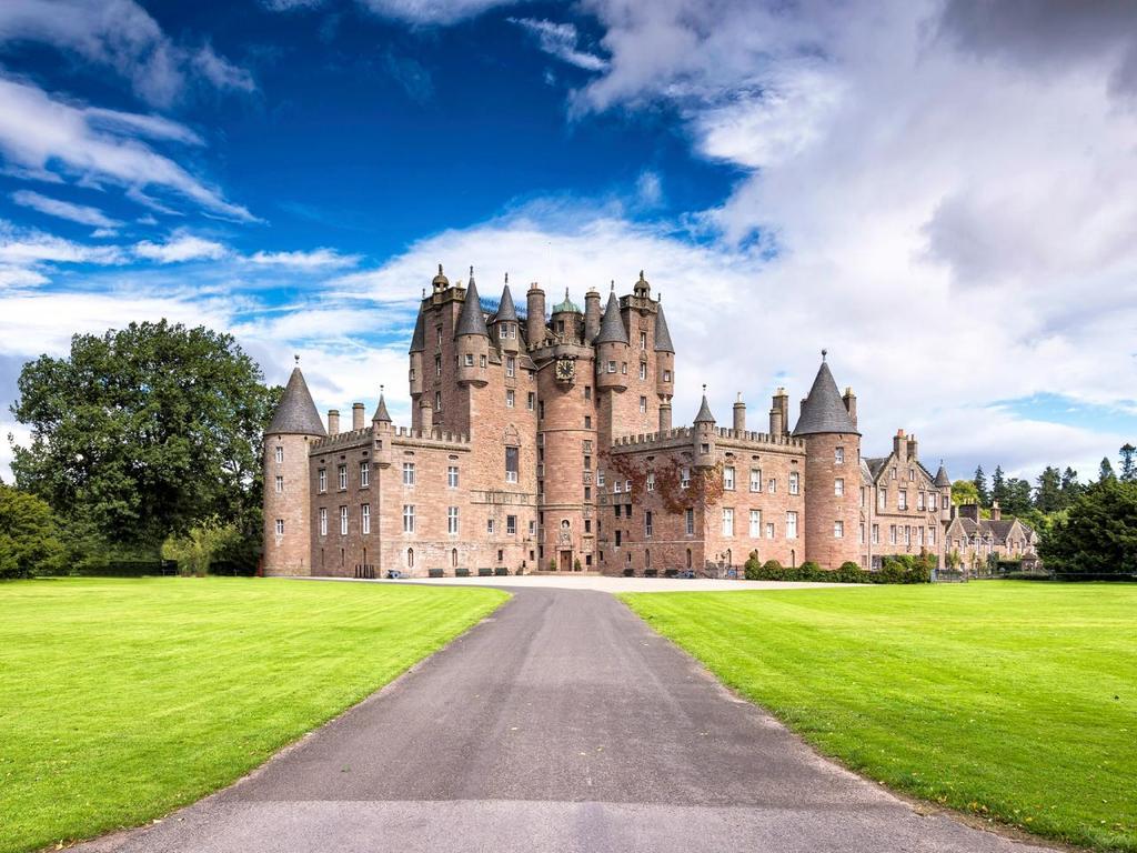 iStock_000077515435-top-10-castles-glamis.jpg.rend.tccom.1280.960