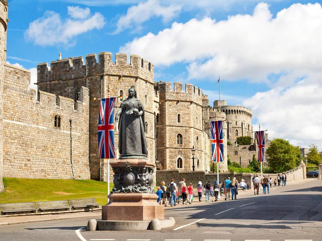 iStock_000080837001-top-10-castles-windsor.jpg.rend.tccom.1280.960