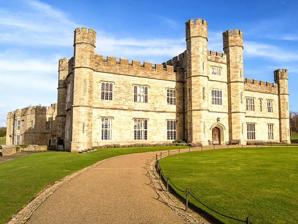 iStock_000082531319-top-10-castles-leeds.jpg.rend.tccom.1280.960