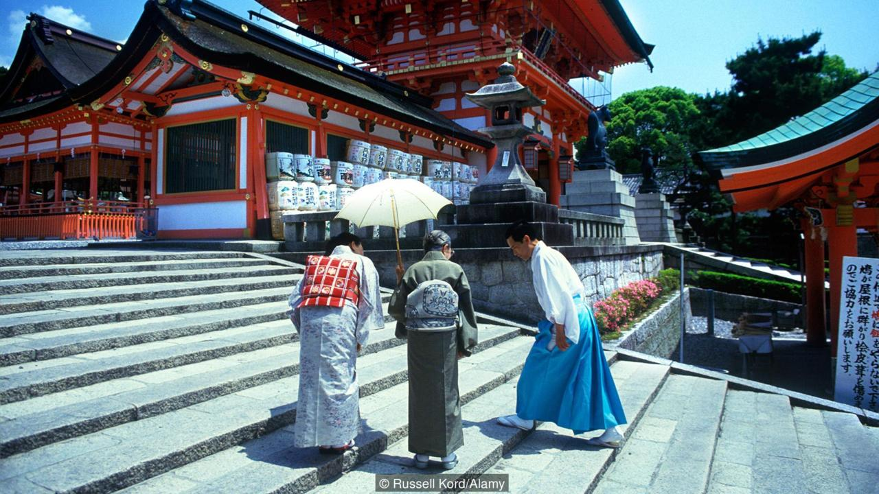 People bow outside of a shrine in Kyoto (Credit: Russell Kord/Alamy)