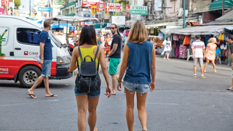 reason why traveling make you a better person happier 2