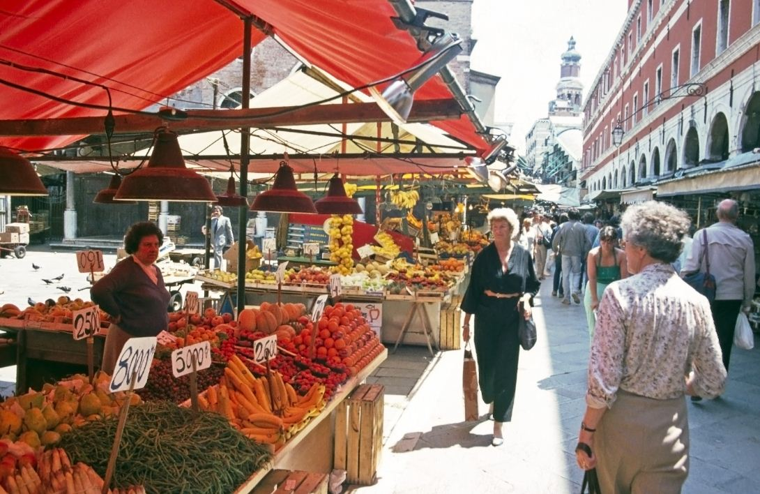 rialto-market best free things to do in venice italy 2