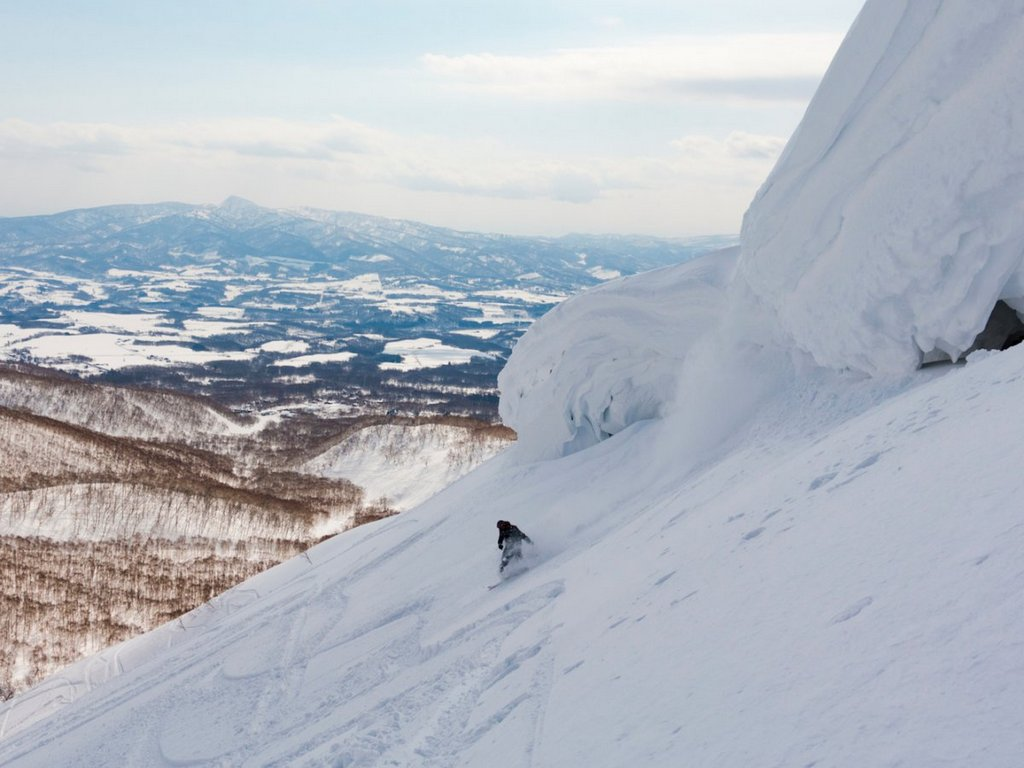 skiers-and-snowboarders-should-take-a-trip-to-nisekos-grand-hirafu-ski-resort