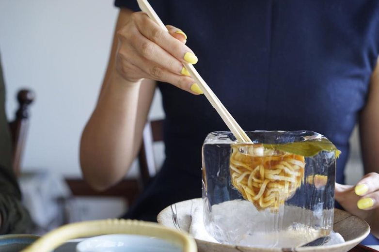 tempura matsu Japanese restaurant serves up noodles in stunning ice block bowls (1)