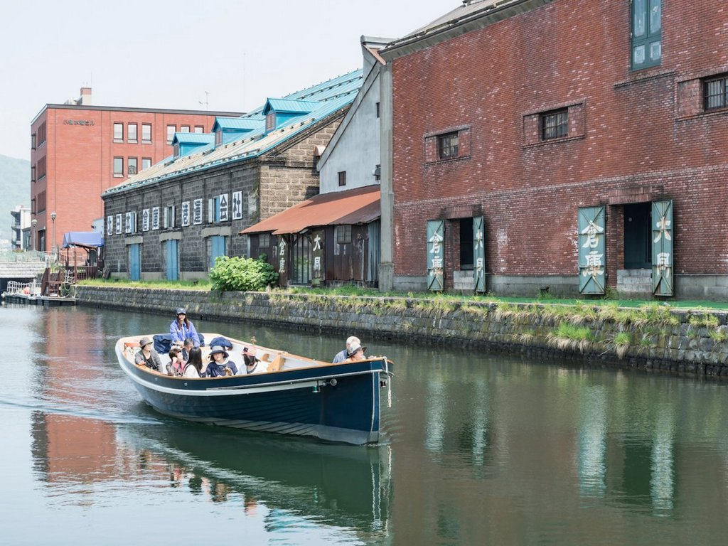 used-for-unloading-boats-and-ships-in-the-early-1900s-the-canal-was-eventually-restored-and-its-warehouses-were-converted-to-museums-restaurants-and-shop