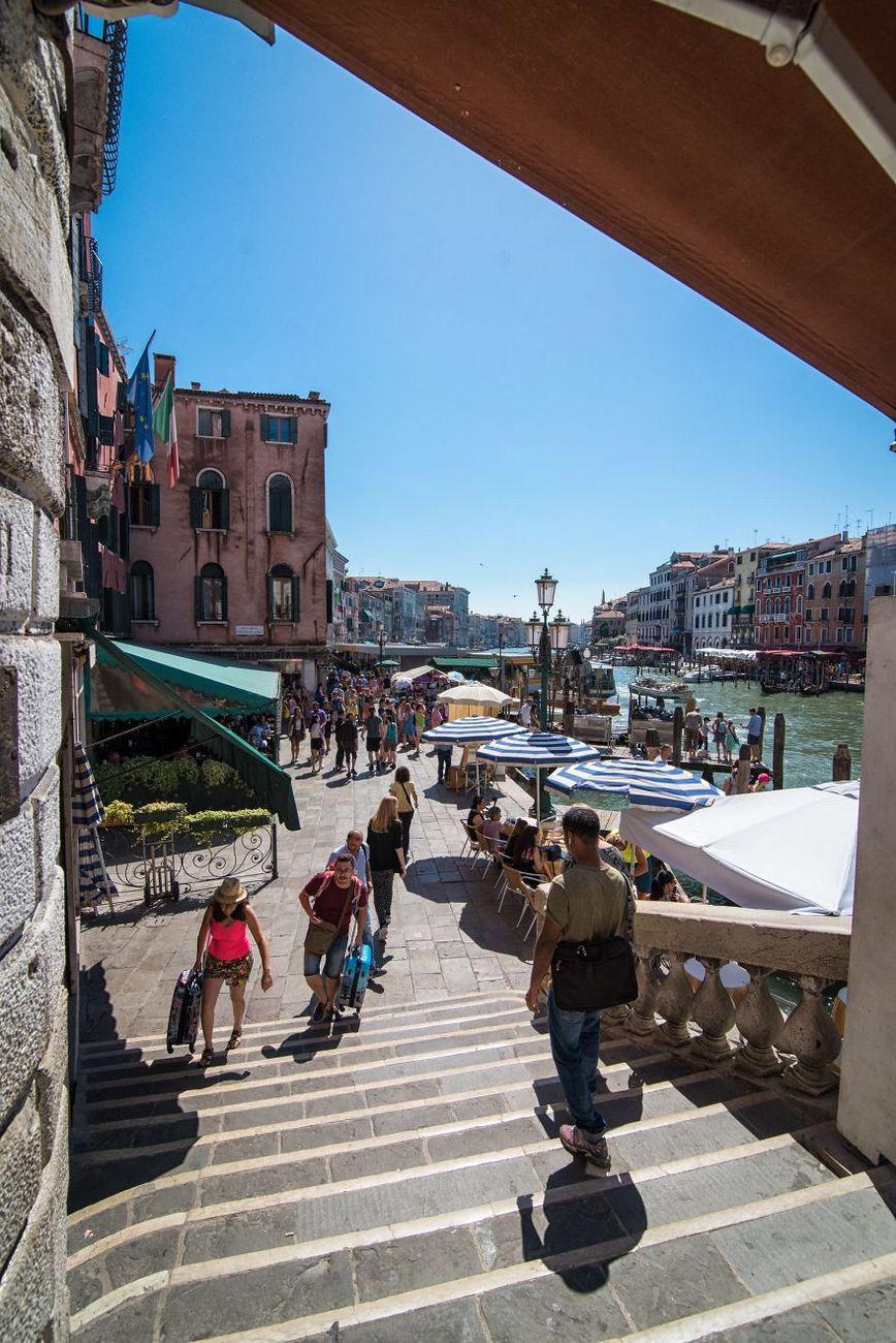 Street of Rialto bridge
