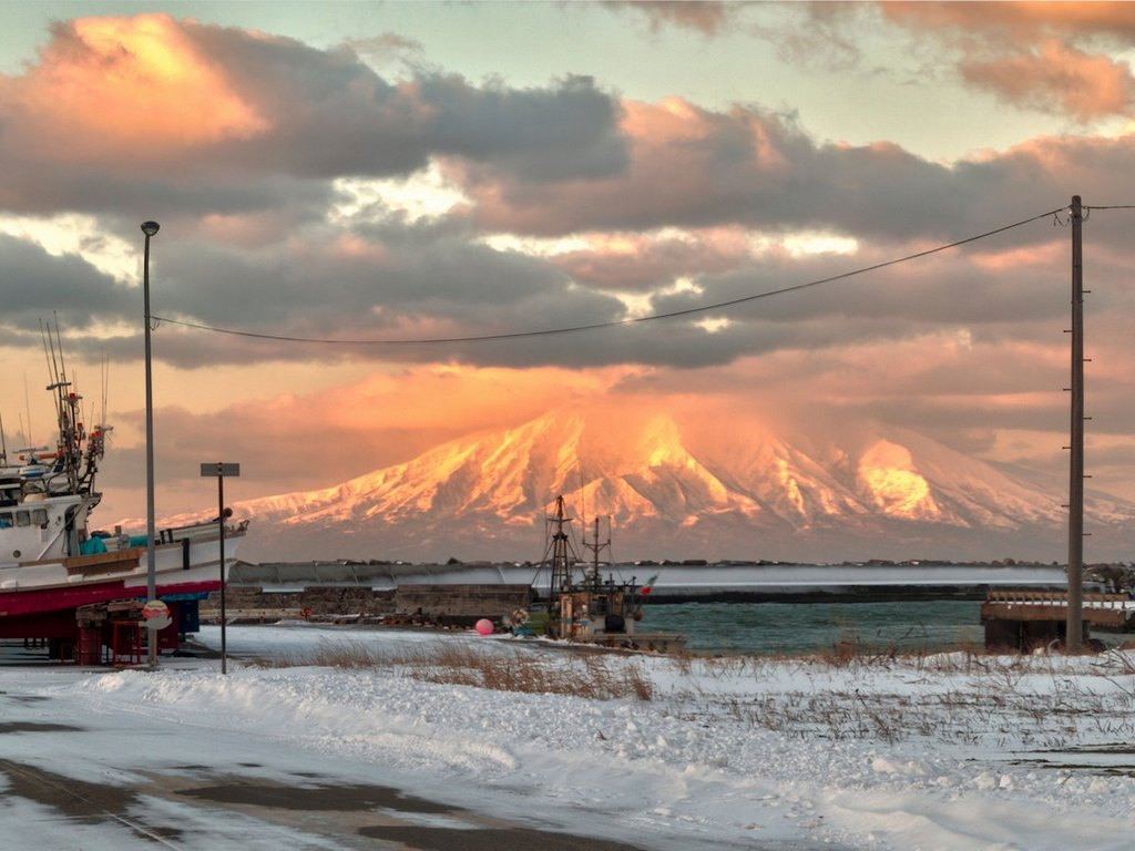 volcanoes-are-common-throughout-hokkaid-this-is-mount-rishiri-which-sits-in-the-sea-of-japan-and-forms-rishiri-island
