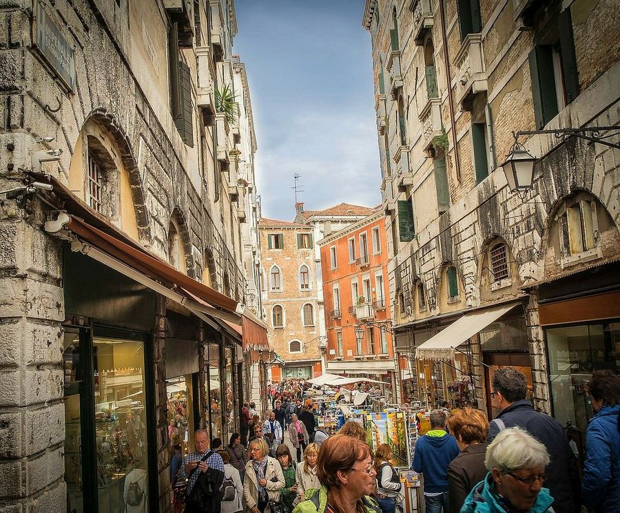 window-shopping-venice best free things to do in venice italy