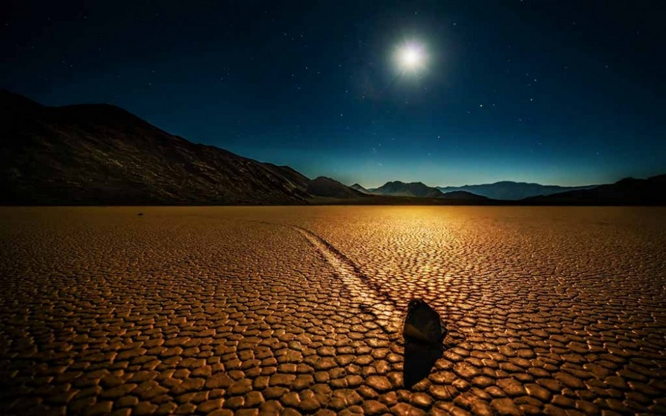 Sailing stones of the Death Valley