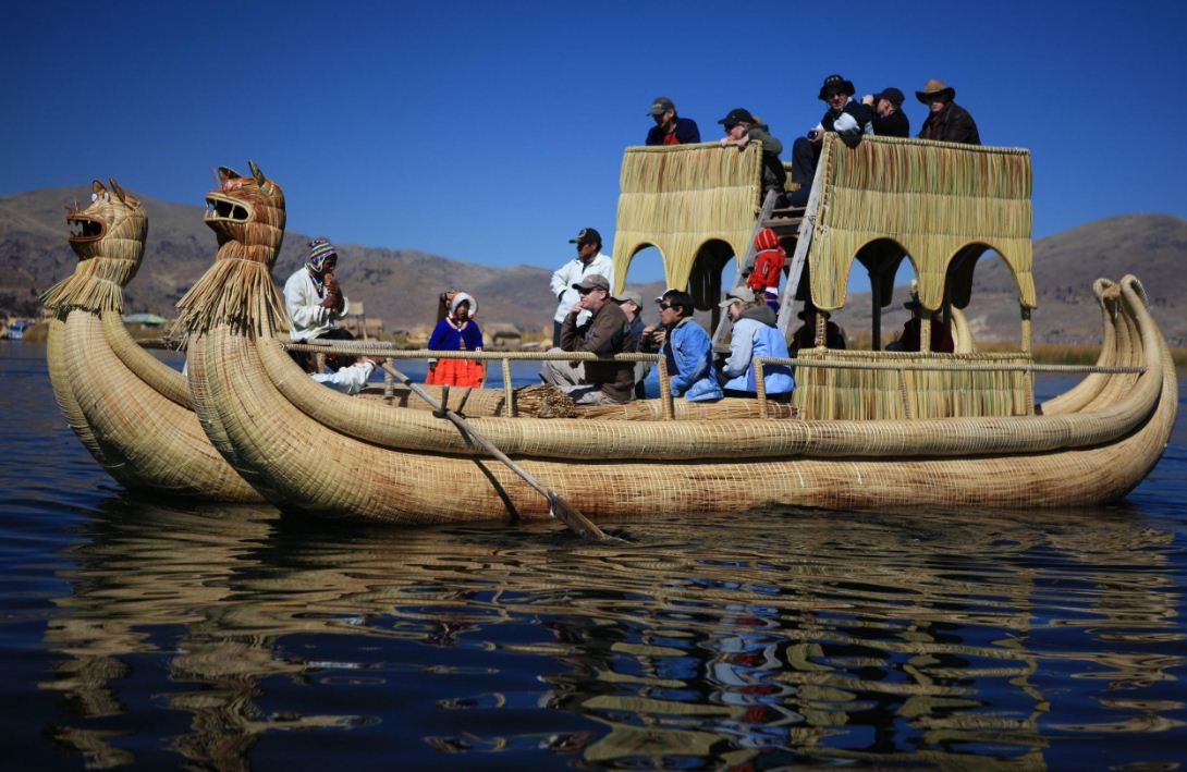 floating houses titicaca lake cruising